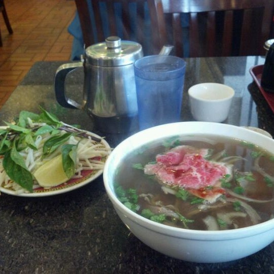 Photo taken at Pho Kim Long by Jacinto A. on 3/13/2012