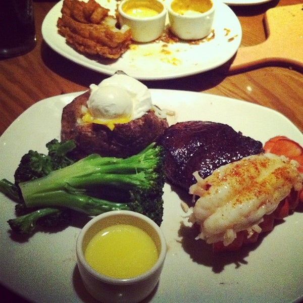 Photo taken at Outback Steakhouse by Timur T. on 5/27/2012