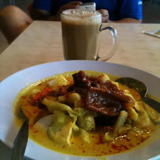 Photo taken at Restoran Anjung Merah by Yatiwiwi K. on 5/6/2012
