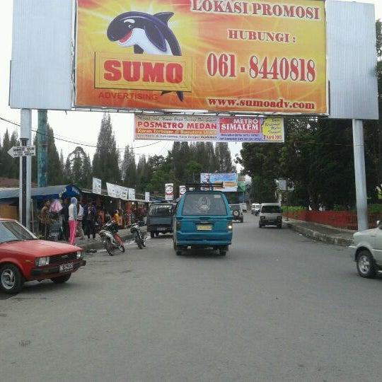 Photo taken at Pasar kaget berastagi by Hadi B. on 3/30/2012