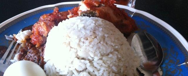 Photo taken at Restoran Al-Ali Bistro by William K. on 3/23/2013