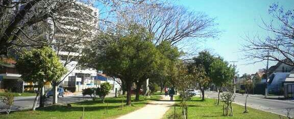 Photo taken at Pista de Caminhada by Pedro R. on 8/18/2013