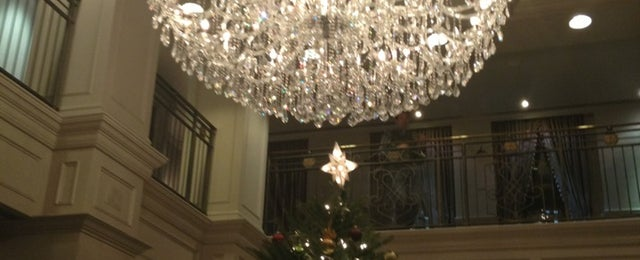 Photo taken at Windsor Arms Hotel by Sandra S. on 12/18/2012
