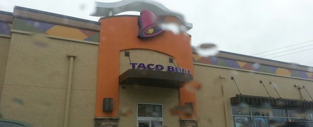 Photo taken at Taco Bell by Melaarme A. on 6/7/2013