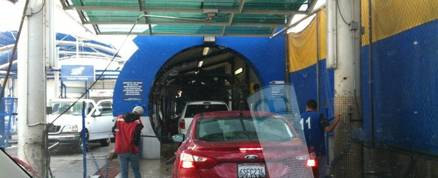 Photo taken at Rapidito Car wash by Cesar U. on 3/27/2013