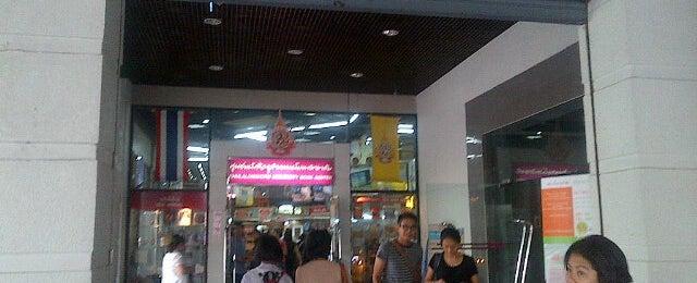 Photo taken at ศูนย์หนังสือจุฬาฯ (Chulabook) by bambam on 3/15/2013