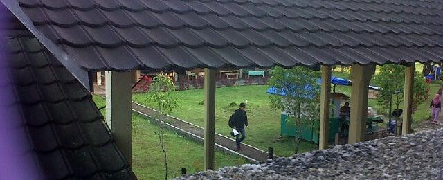 Photo taken at Gedung C Universitas Andalas by Vanesha O. on 9/3/2013