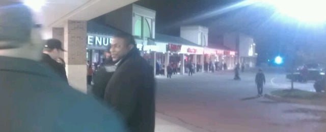 Photo taken at Gamestop by Lorenzo R. on 11/8/2011