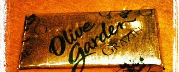 Photo taken at Olive Garden by David   H. on 2/22/2012
