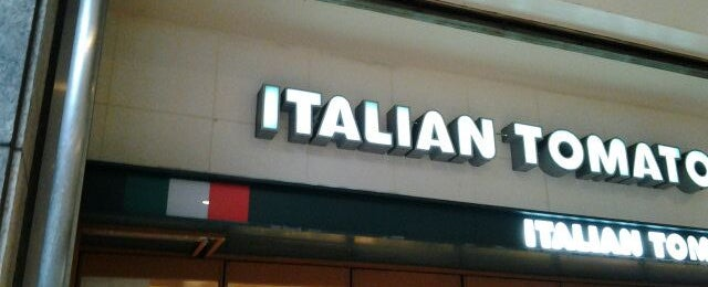Photo taken at イタリアン・トマトカフェジュニア 町田北口店 by Hiro on 3/4/2012