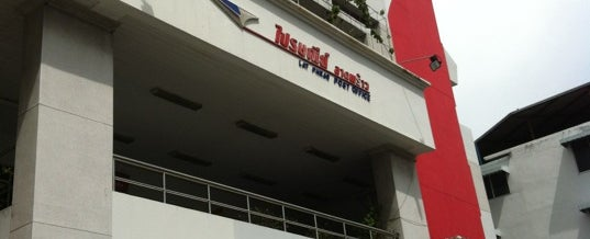 Photo taken at ไปรษณีย์ ลาดพร้าว (Lat Phrao Post Office) by supakit t. on 7/9/2012