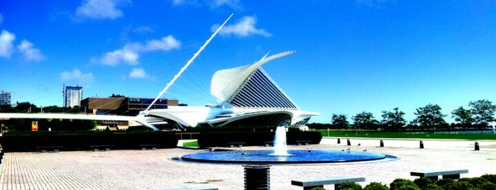 Milwaukee Art Museum is one of A Traveler's Guide to Milwaukee.