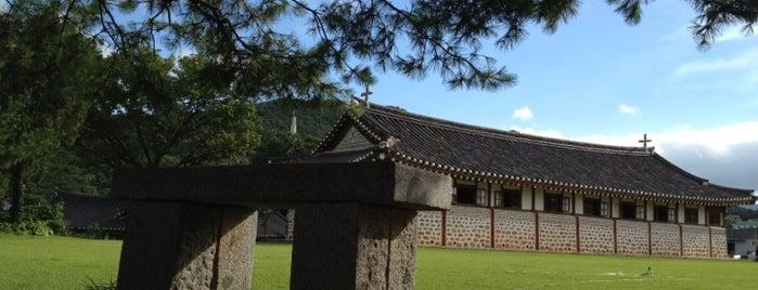 대한성공회 온수리성당 is one of Korean Early Modern Architectural Heritage.