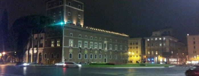 Palazzo Venezia is one of l'amore [a Roma] dice ciao.