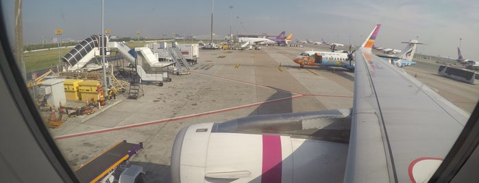 Stand 103R is one of TH-Airport-BKK-3.