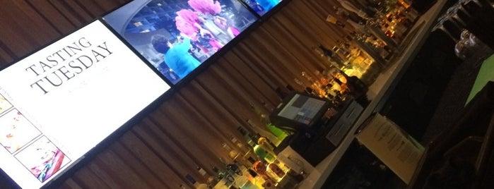 Kasa Restaurant & Bar is one of Roozbeh's tips.