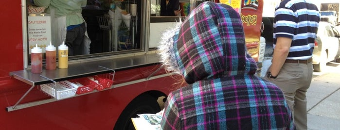 Curbside Cookery is one of St. Louis food trucks.