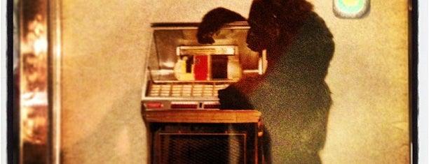 Nu Traxx is one of Vinyl Badge.