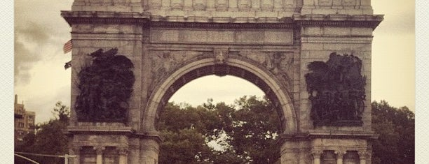 Grand Army Plaza is one of Favorite Great Outdoors.