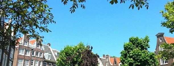 Begijnhof is one of Amsterdamse hofjes.