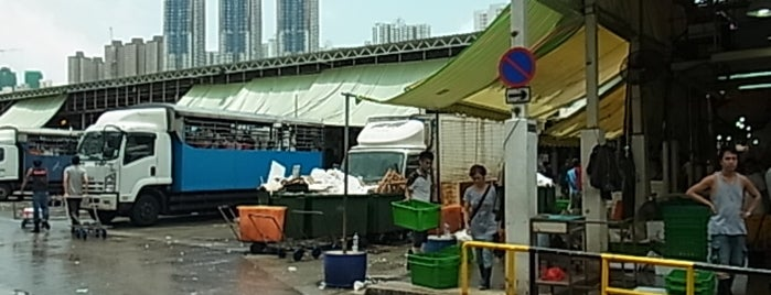 Aberdeen Wholesale Fish Market 香港仔魚類批發市場 is one of wanna try next.