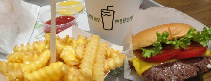 Shake Shack is one of Tapılası Hamburgerciler, Dönerciler, Sandviççiler.