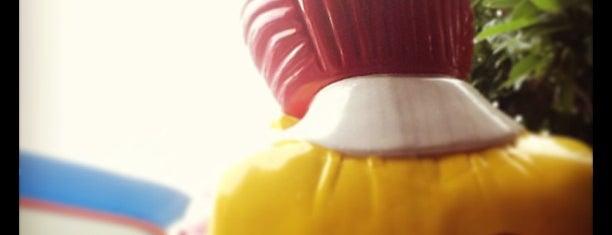 McDonald's & McCafé (แมคโดนัลด์ & แมคคาเฟ่) is one of McDonald drive thru.