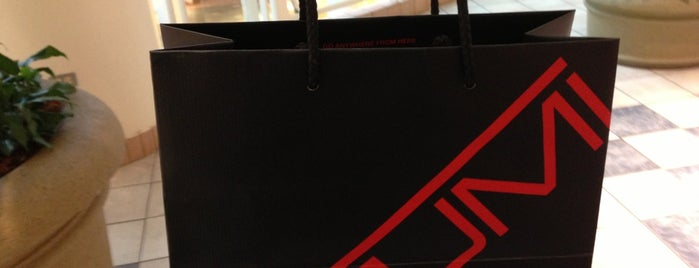 The Tumi Store is one of Tiendas en PLAZA.
