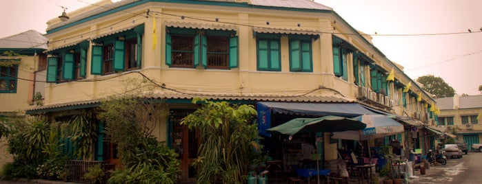 ย่านแพร่งภูธร (Phraeng Phuthon Area) is one of iPhone Walking Tours of Bangkok, Thailand.