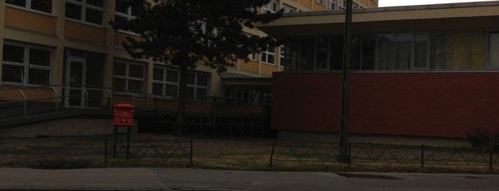 Szakorvosi rendelő (12, 14) is one of Pesti villamosmegállók.