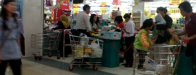 Carrefour is one of Kaula Lumpur-Singapore-Indonesia-2011.