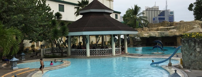 Poolside Waterfront Hotel is one of Places to GO.