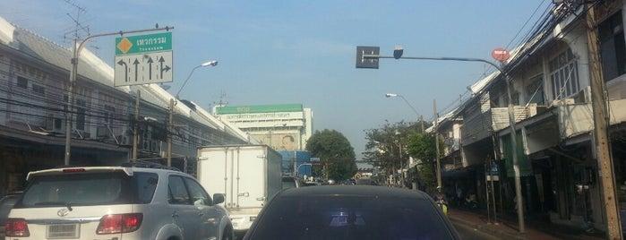 ถนนนครสวรรค์ (Nakhon Sawan Road) is one of M-TH-18.