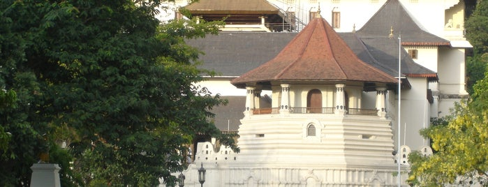 Temple Of The Sacred Tooth Relic (ශ්‍රී දළදා මාළිගාව) is one of Trips / Sri Lanka.