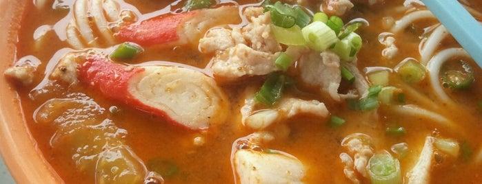 New Sea View Restaurant (新海景餐馆) is one of Food.