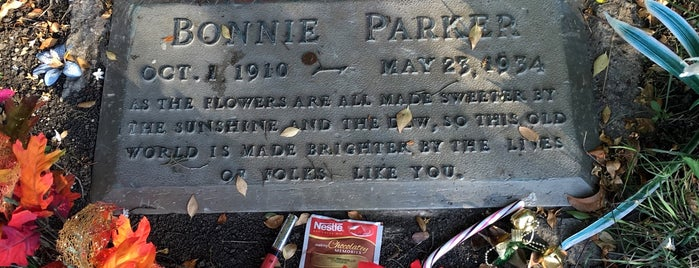 Bonnie Parker's Gravesite  is one of Bonnie & Clyde in DFW.