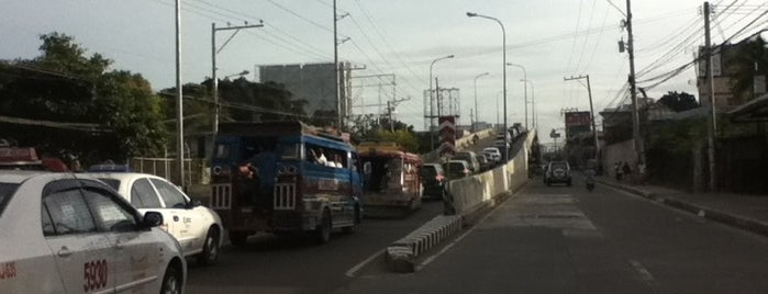 Banilad Flyover is one of Streets.