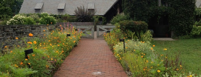 Blue Hill Cafe at Stone Barns is one of Eat it!.