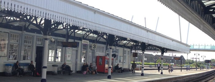 Stirling Railway Station (STG) is one of Summer in London/été à Londres.