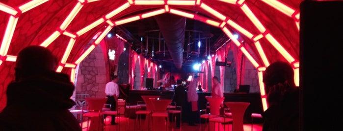 Showcase is one of Paris.