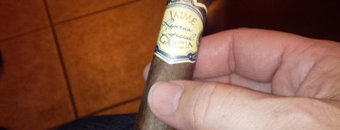 Maxamar Ultimate Cigar is one of La Palina Retailers.