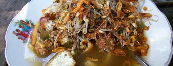 Lontong Balap Pak Gendut is one of kuliner surabaya.