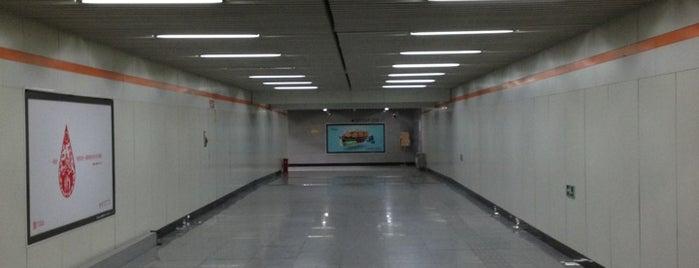 Shangda Rd. Metro Stn. | 上大路地铁站 is one of 上海轨道交通7号线 | Shanghai Metro Line 7.
