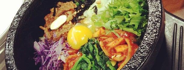 전주중앙회관 is one of 한국인이 사랑하는 오래된 한식당 100선.