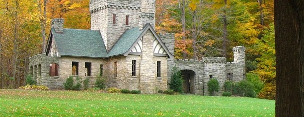 Squire's Castle is one of 주변장소5.