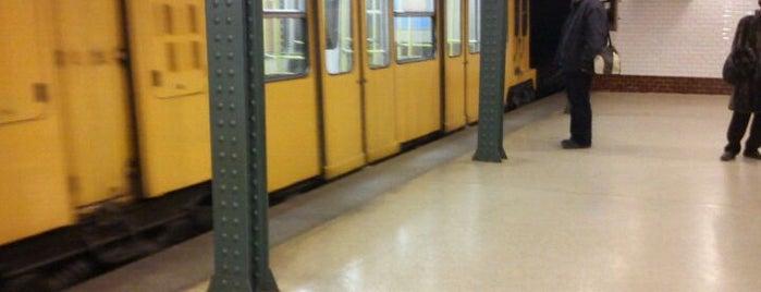 Vörösmarty tér (M1) is one of Budapesti metrómegállók.