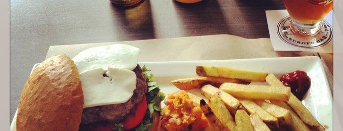Twist Gourmet Burger Bar is one of Hamburguesas en Lima!.