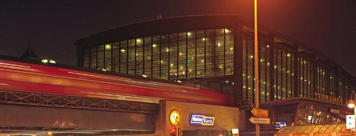 Bahnhof Zoo is one of Ausgewählte Bahnhöfe.