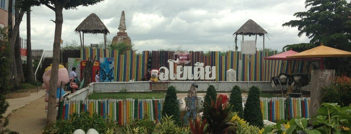 Ayothaya Floating Market is one of Places in the world.