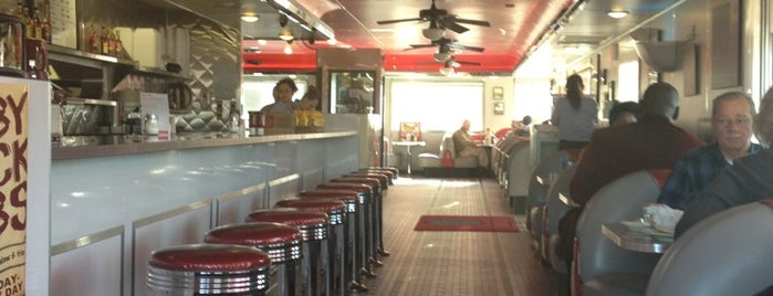 Tito's Diner is one of Deablo's Places.